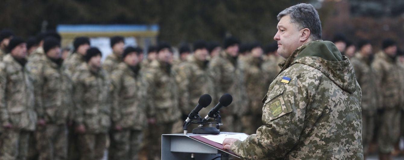 Порошенко запропонував Яценюку негайно збільшити зарплати військовим