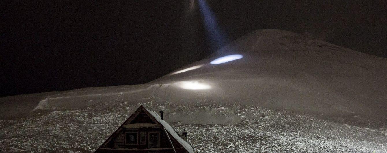 Українських альпіністів з-під лавини на Ельбрусі доправили до лікарні
