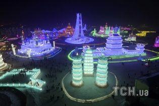 Зимняя сказка из льда. В Китае создали городок ледяных скульптур