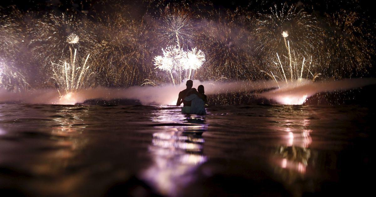 Бразильці зустрічають Новий рік у Копакабані (Ріо-де-Жанейро). @ Reuters