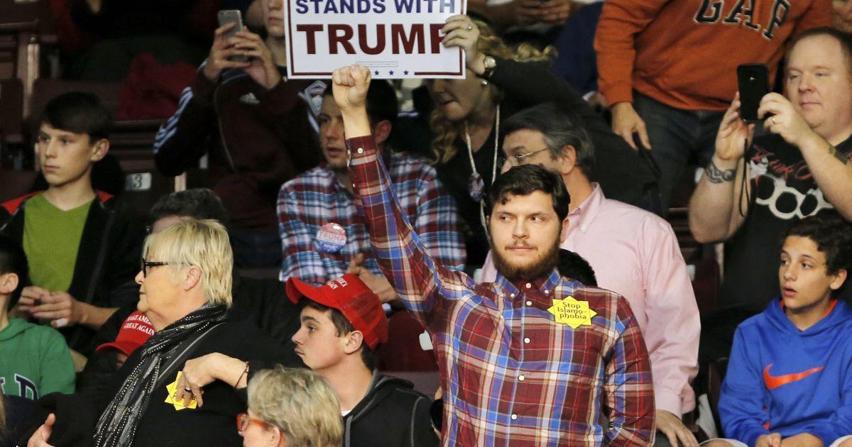 Із заходу вигнали мусульманку і ще кількох противників Трампа @ Reuters