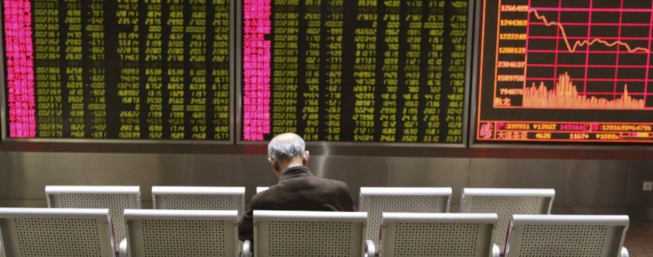 Паніка на китайських фондових ринках: торги вперше зупинили через рекордне падіння котирувань