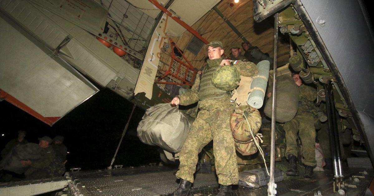 Втрати, звільнення, ротація. Що відбувається з російськими військами на Донбасі