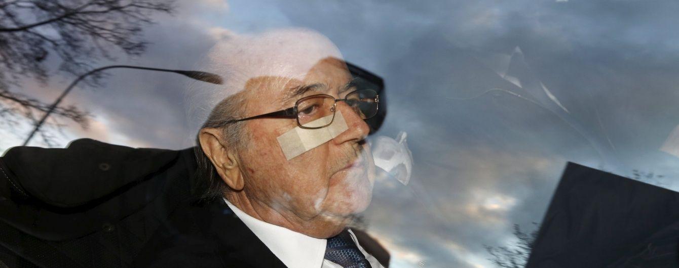 ФІФА продовжує платити зарплату вигнаному Блаттеру