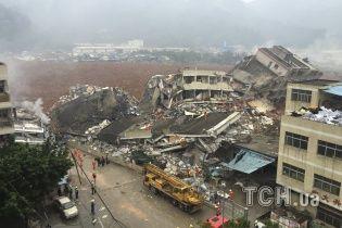 В Китае из-за гигантского оползня под землю ушли 22 дома