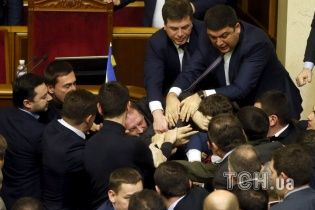 Соратник Яценюка назвав побиття Барни адекватною реакцією на ситуацію у Раді