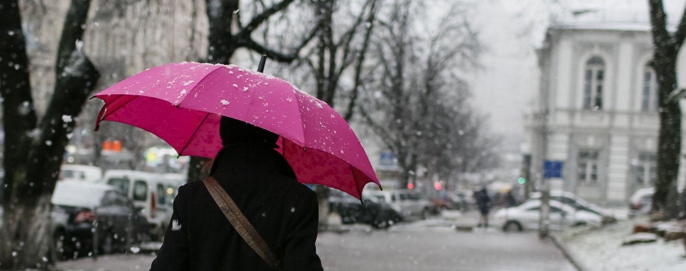 На Україну насуваються дощі із мокрим снігом та туманом