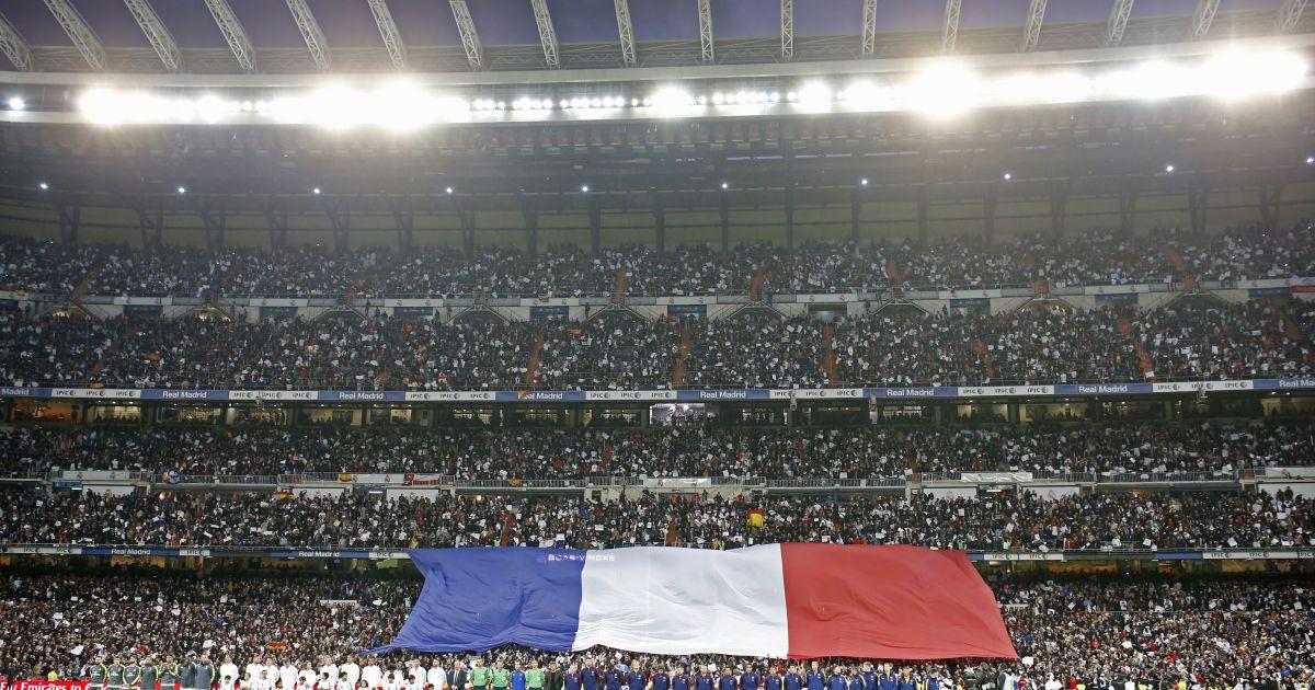 Перед матчем вшанувала пам'ять жертв паризьких терактів 13 листопада.