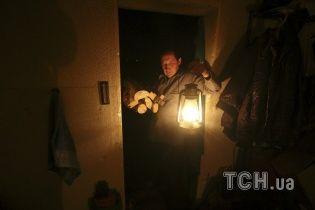 Село на Дніпропетровщині четвертий день живе без світла: закриті школа і садок