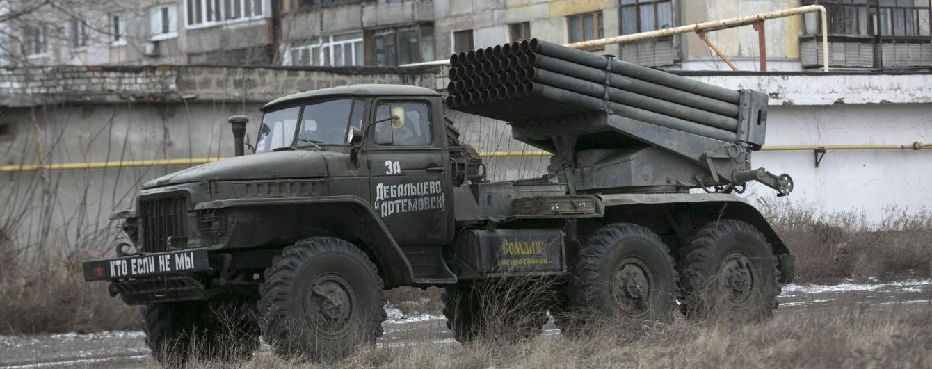"""Російські """"Гради"""" біля кордону та масовані обстріли Мар'їнки. Мапа АТО"""
