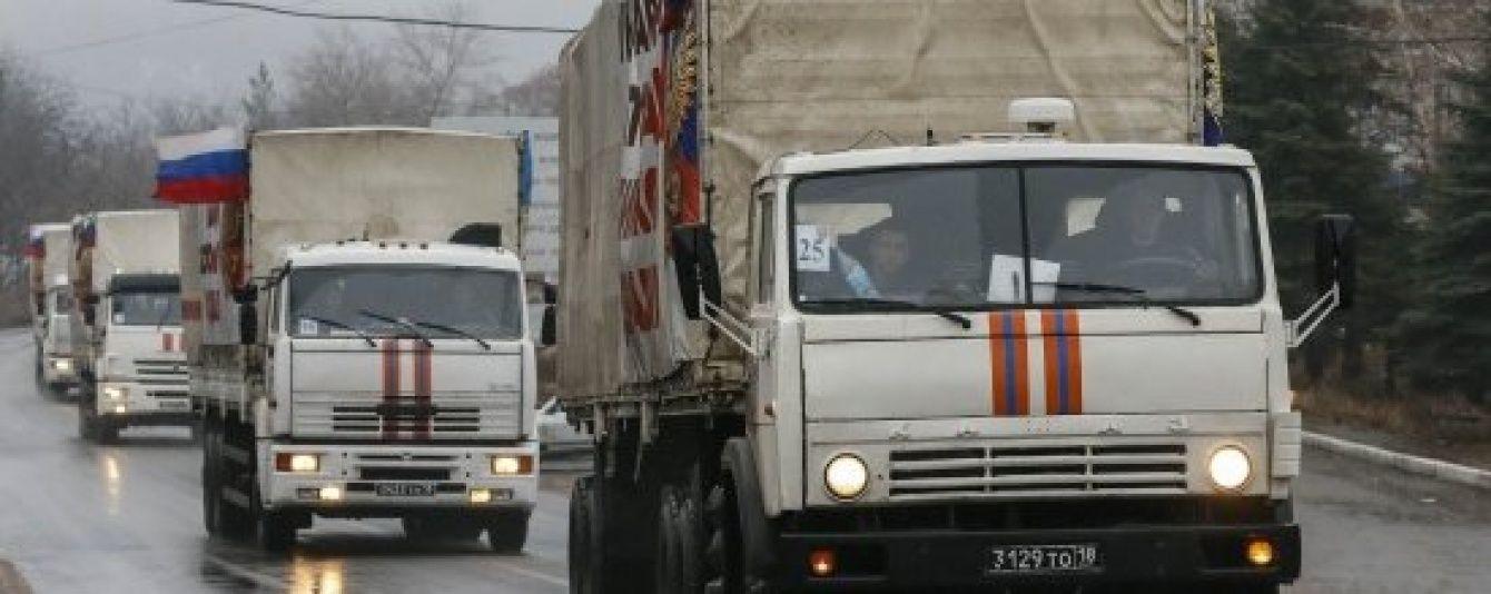 """На Донбас їдуть 40 величезних вантажівок російського """"гумконвою"""""""