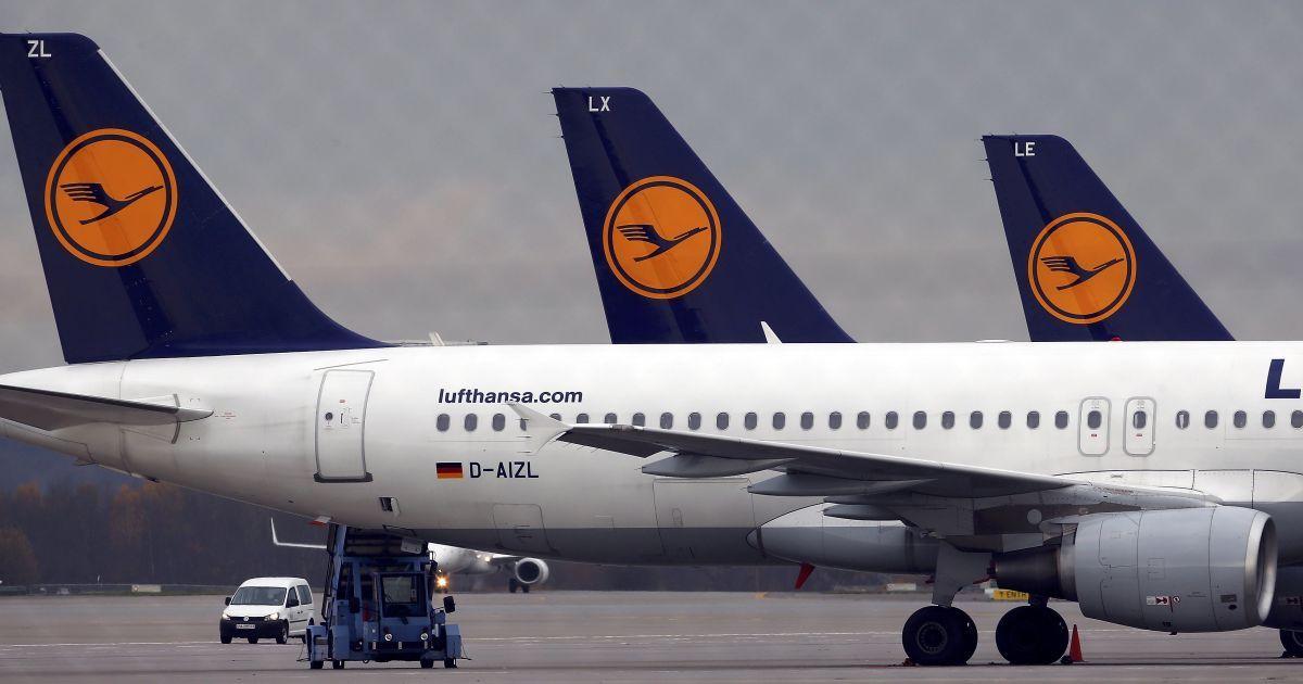 Екстрена посадка: літак Lufthansa сів через пасажира, котрий намагався відкрити двері у повітрі