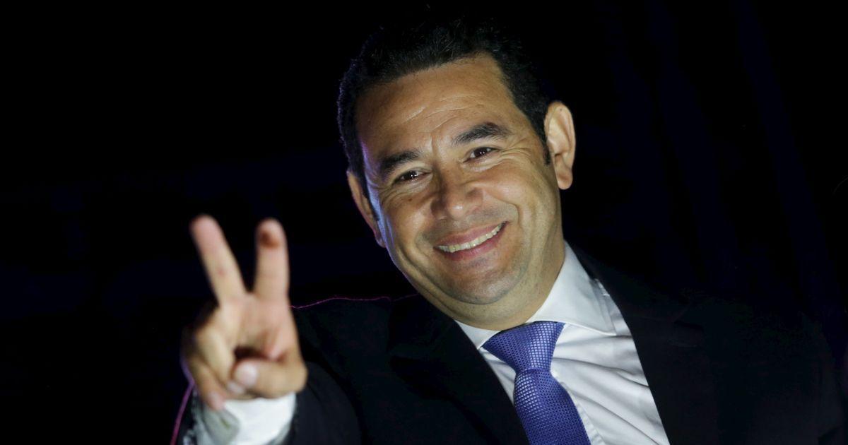 Комедийный актер официально вступил в должность президента Гватемалы