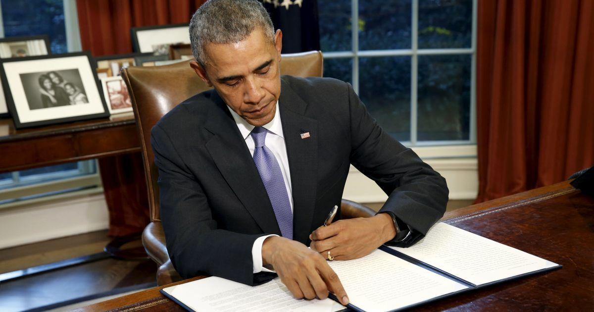 Обама ветував закон, який передбачає $ 300 млн на зброю Україні