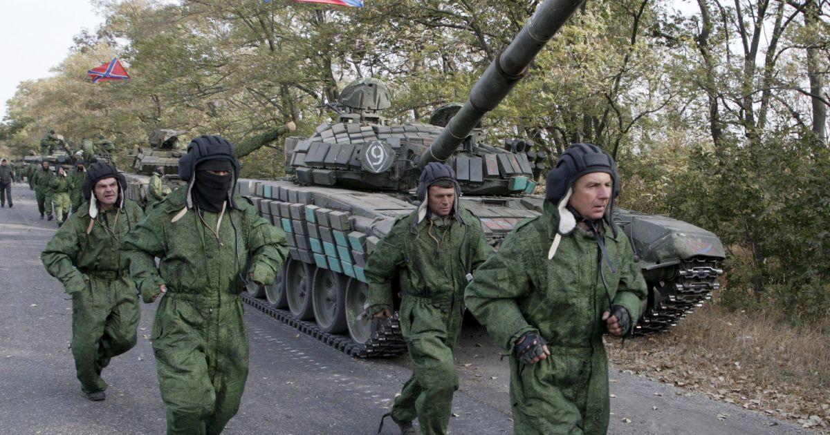 """Боевики """"ДНР"""" начали отводить танки возле Новоазовска - Порошенко"""