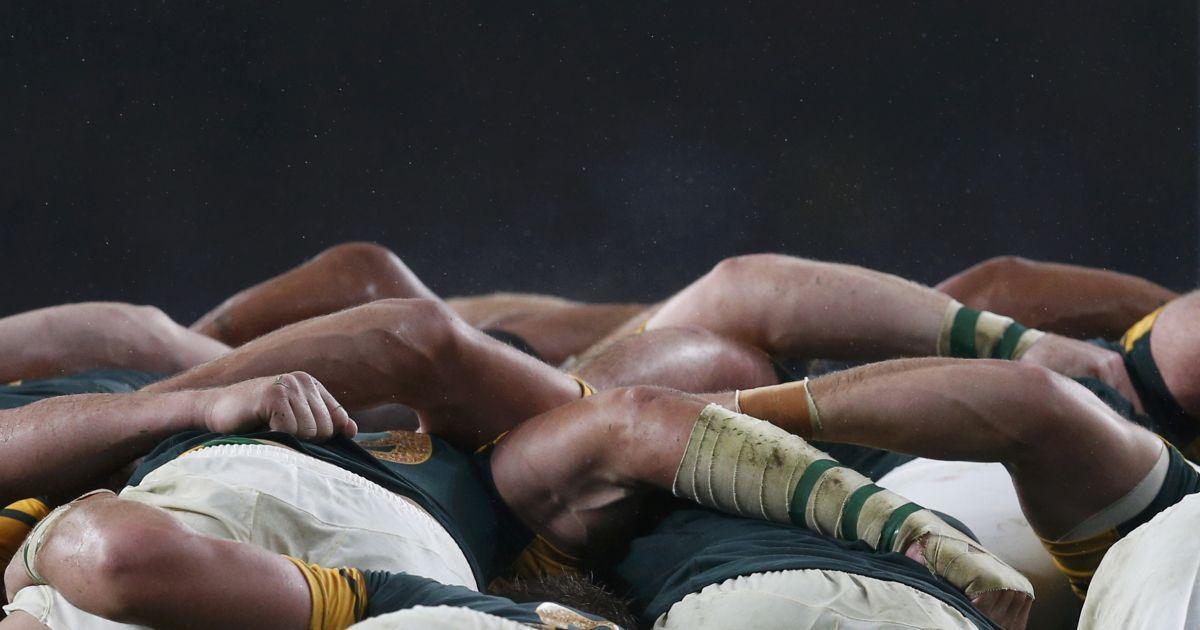 Гравці збірних Південної Африки та Нової Зеландії під час сутички у півфінальному матчі Кубку світу з регбі у Лондоні, Великобританія. @ Reuters