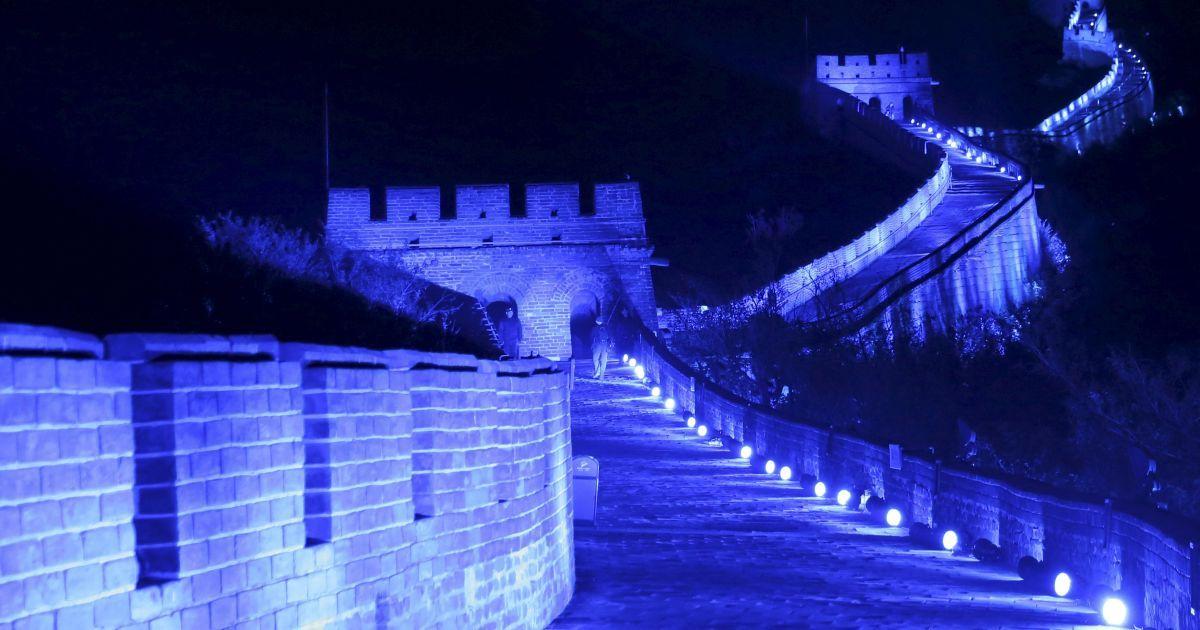 Велика Китайська стіна горить синім. Таким чином відзначили 70-річчя Організації Об'єднаних Націй у Пекіні, Китай. @ Reuters