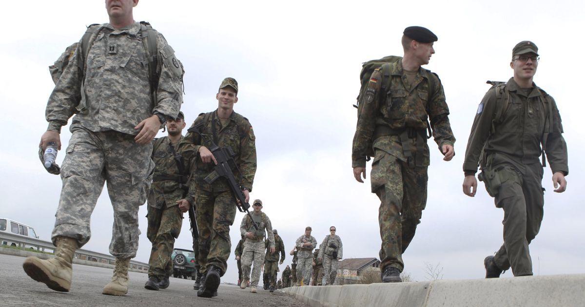 В случае эскалации конфликта на Донбассе Украина предложит ввести миротворцев ООН — Порошенко