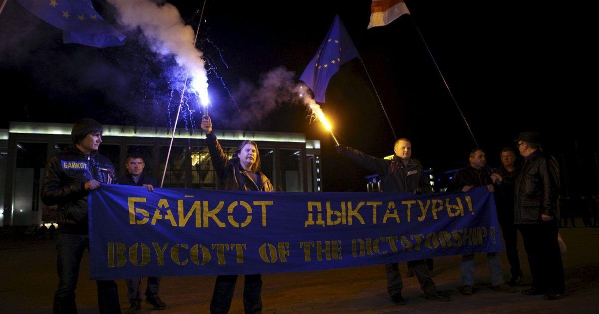 Оппозиция бойкотирует выборы.