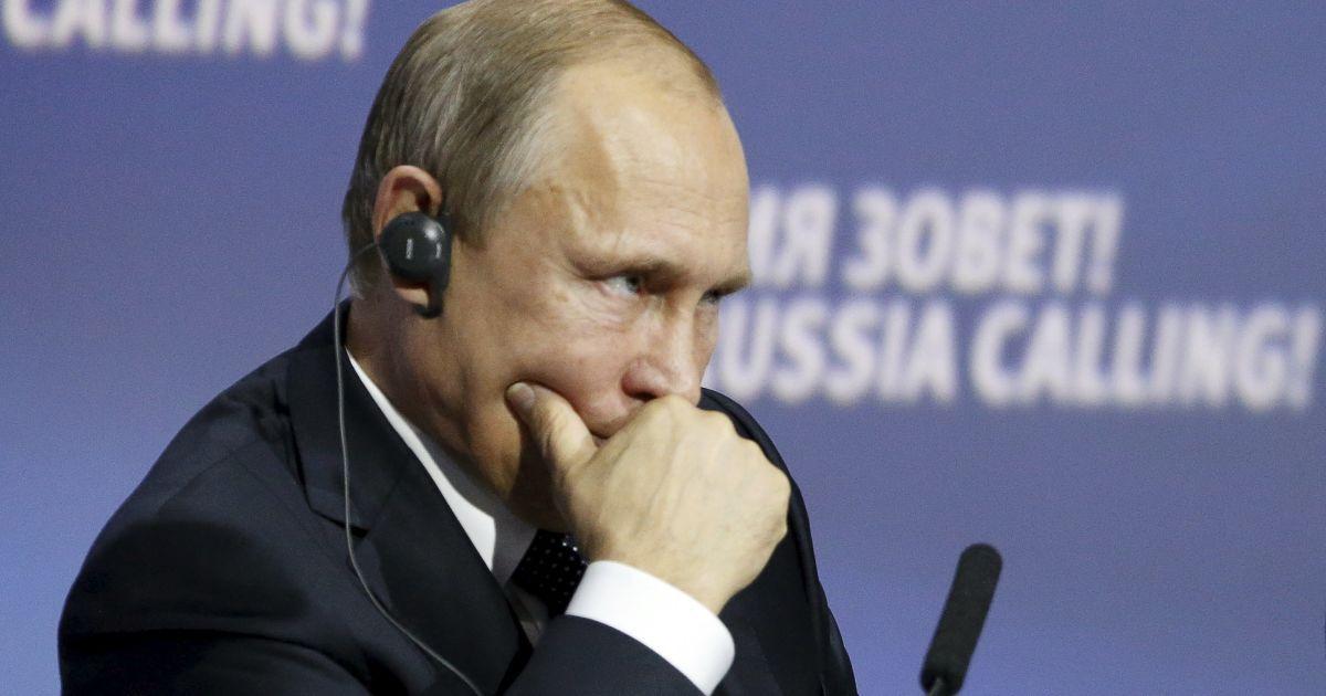 """Путин считает """"нелепым"""" требовать от РФ выполнять Минские договоренности"""