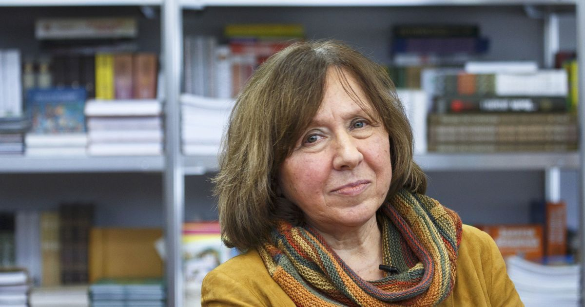Белорусская писательница рассказала, на что потратит Нобелевскую премию