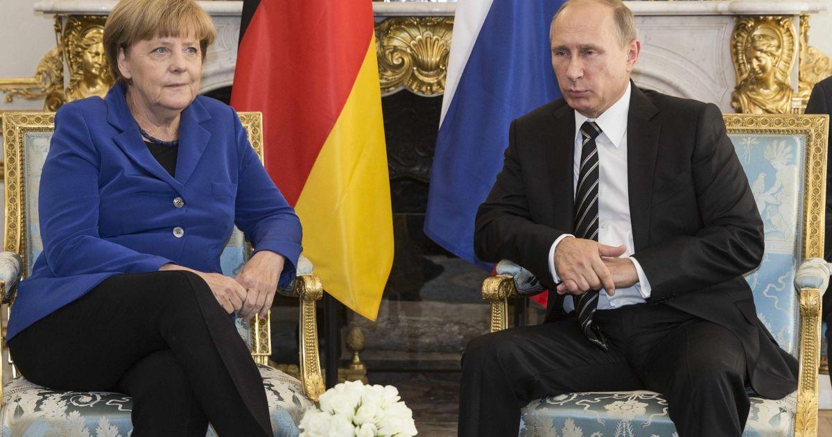 В Париже начались переговоры Меркель и Путина