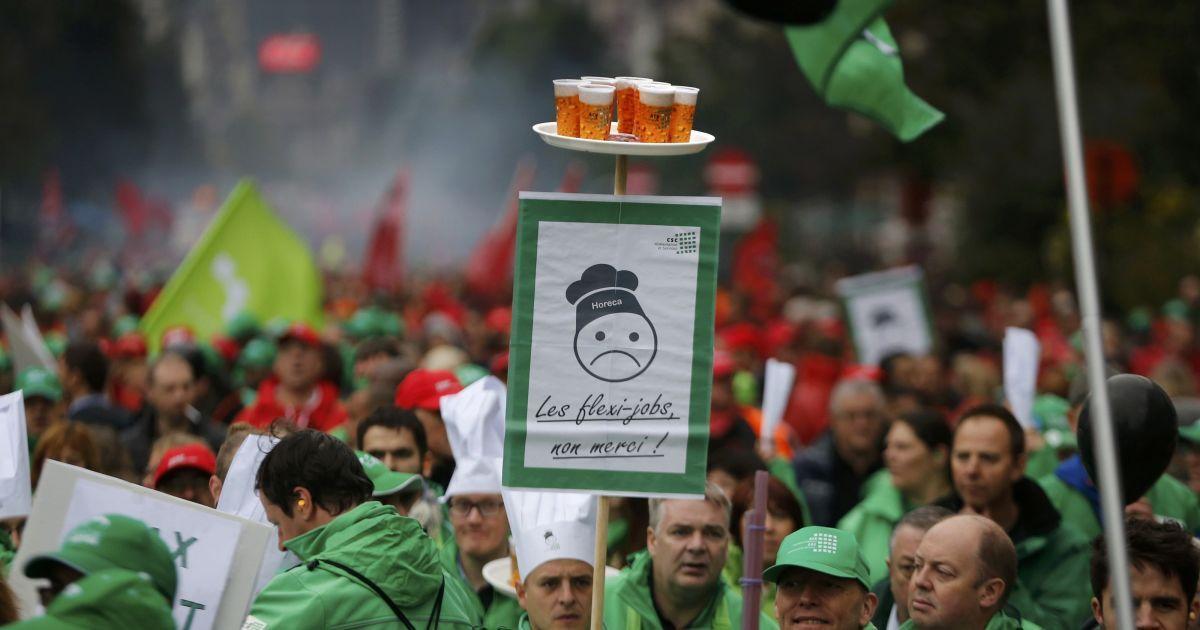 100 тысяч митингующих протестуют против реформ @ Reuters