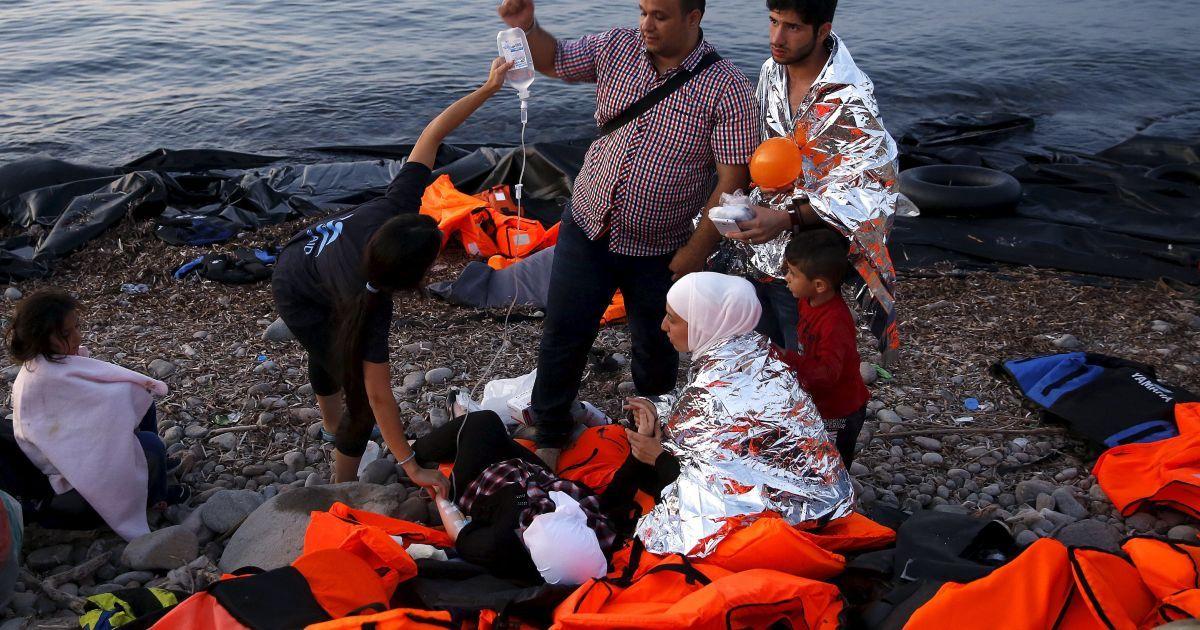 Біженці намагалися дістатися з Туреччини до Греції на надувному човні @ Reuters