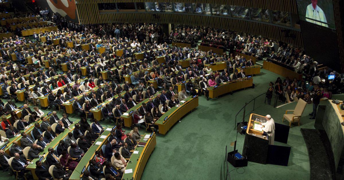 Папа Римский Франциск обращается к участникам церемонии открытия пленарного заседания саммита Организации Объединенных Наций по устойчивому развитию. Более 150 мировых лидеров примут участие в саммите, который пройдет с 25 по 27 сентября. @ Reuters