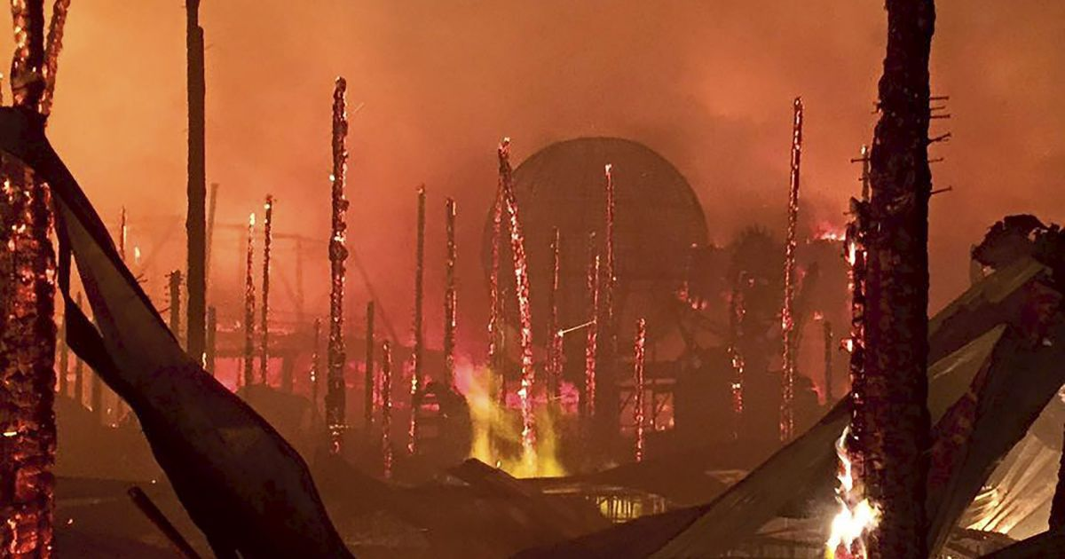 В городке Стургис, что в штате Южная Дакота в США, сгорел дотла крупнейший в мире байкер-бар @ Reuters