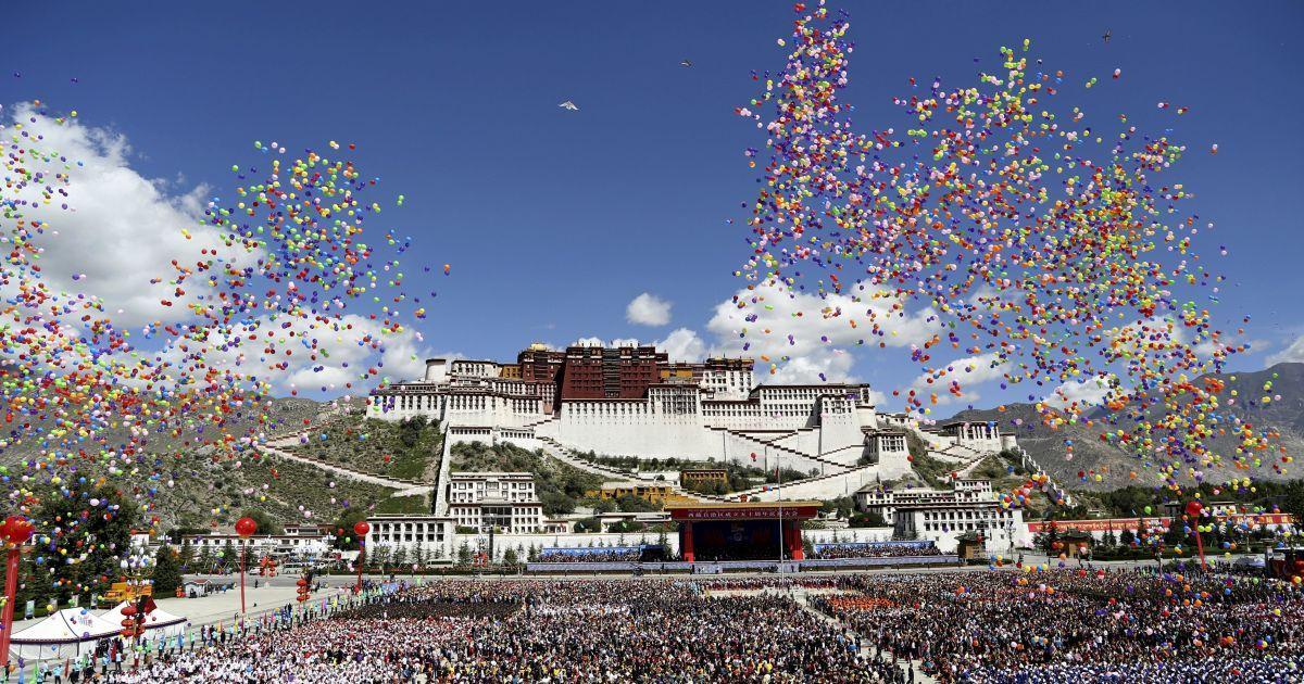 Во время празднования 50-летия основания Тибетского автономного района, Китай @ Reuters