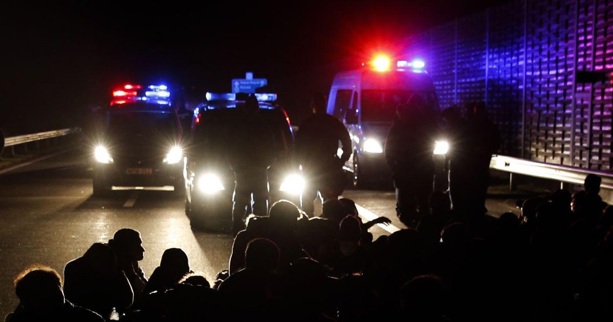Венгрия полностью перекрыла границу с Сербией из-за ситуации с беженцами