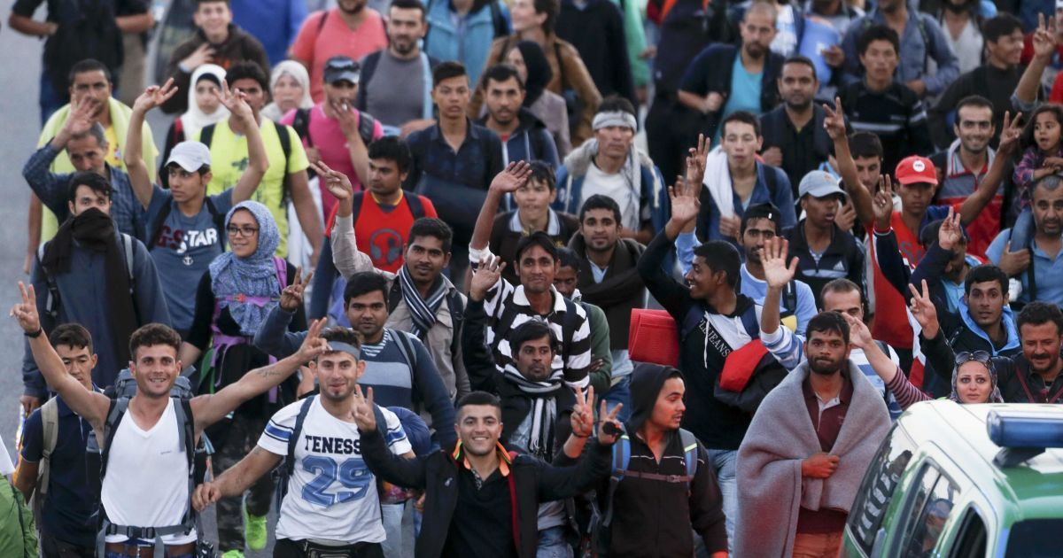 Румыния стягивает войска к границам из-за сирийских мигрантов