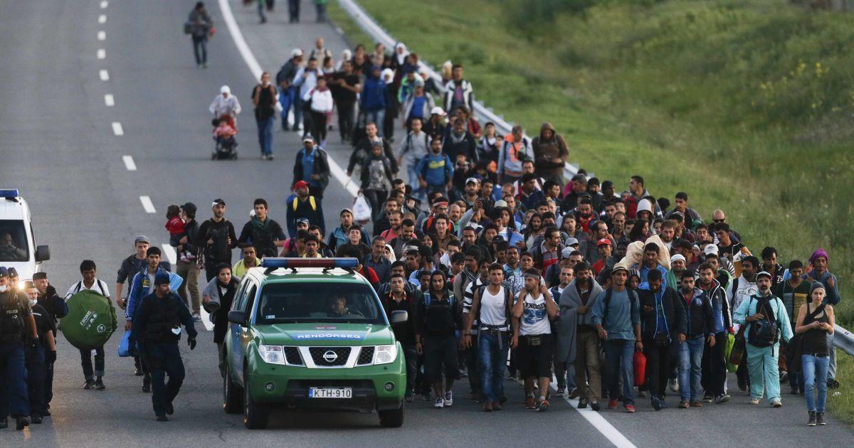 """Угорщина образилася на Хорватію через мігрантів і вирішила """"вставити їй палки в колеса"""""""