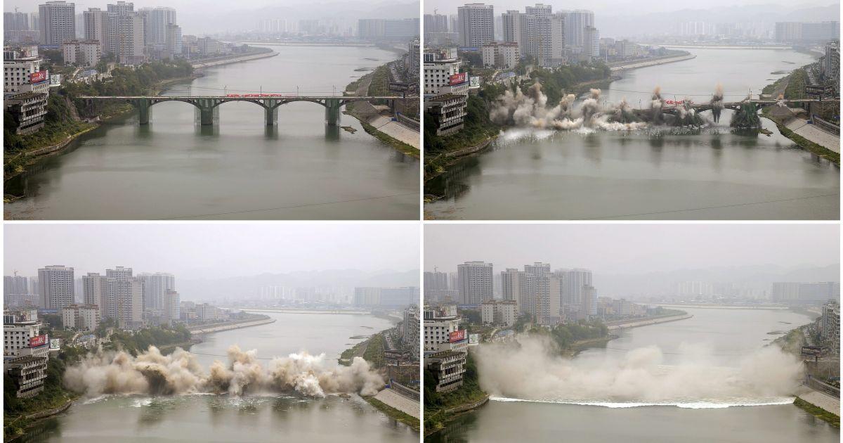 В китайском городе Чжанцзяцзе подрывают старый мост через реку. Вместо него построят новый @ Reuters