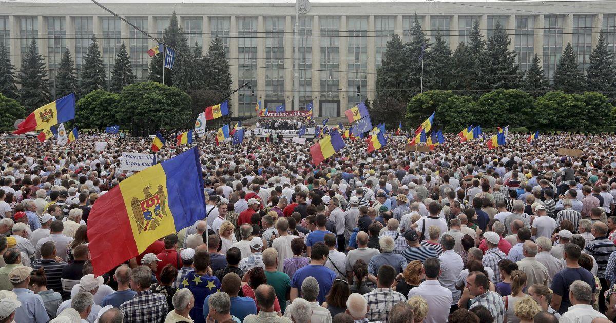 """Молдавский """"майдан"""" после встречи с президентом изменил свои требования"""