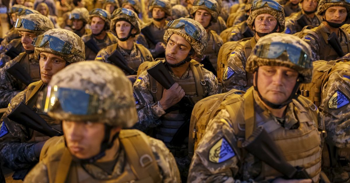 Призыв в армию будет сохранен - Порошенко
