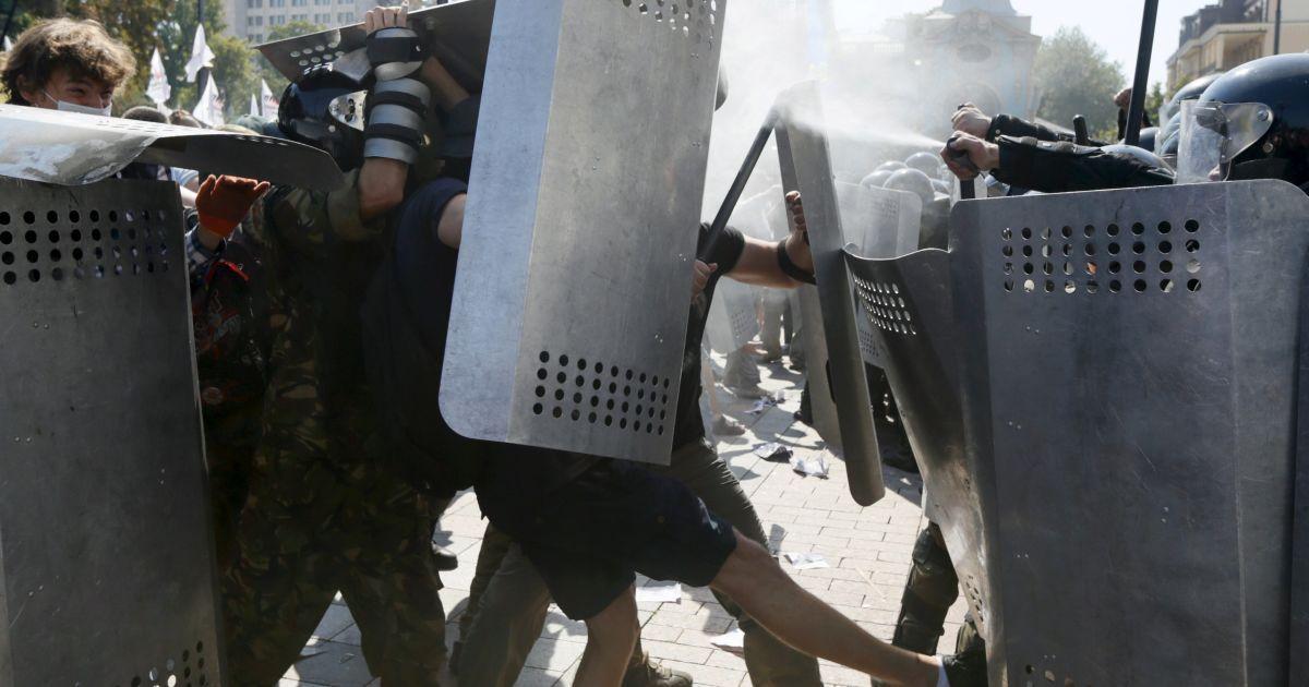 В драке под Радой пострадали 122 силовика, один в коме – Аваков