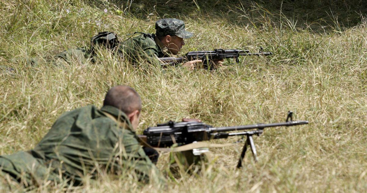 Боевики несколько снизили огневую активность, но не прекращают обстрелы возле Донецка