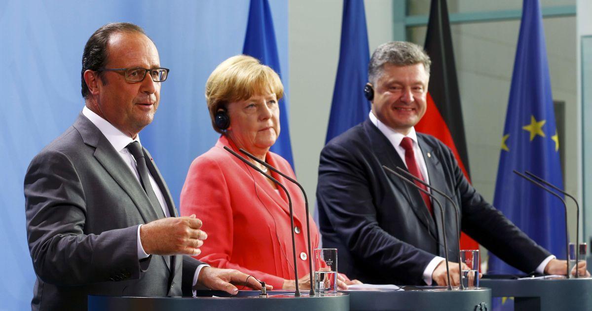 Порошенко, Меркель и Олланд согласовали позиции накануне встречи в Париже