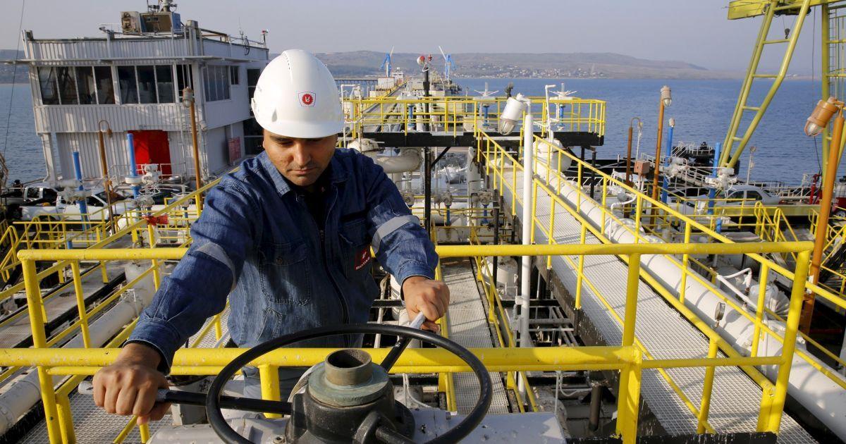 Тройной антирекорд: стоимость нефти упала до самых низких показателей за последние 6-10 лет