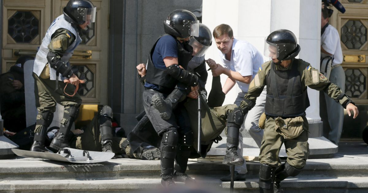 Антиукраинская война негодяев. Аваков прокомментировал кровавые столкновения под Радой
