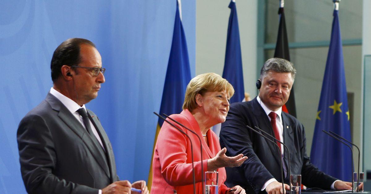 Петр Порошенко, Франсуа Олланд и Ангела Меркель во время встречи в Берлине. Лидеры Украины, Франции и Германии провели встречу, на которой обсудили ситуацию на востоке Украины. @ Reuters