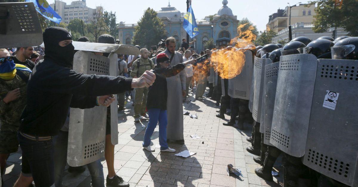 """Аваков назвал фамилию бойца """"Сечи"""", который бросил гранату в силовиков под Радой"""