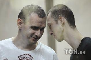 """""""Людину можна вбити, але не можна перемогти"""". Сенцов відповів на лист політв'язня Кольченка"""