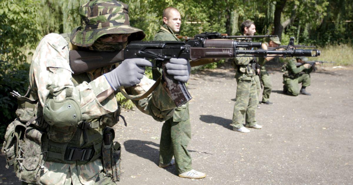 Боевики обстреляли Пески и ранили украинского военного