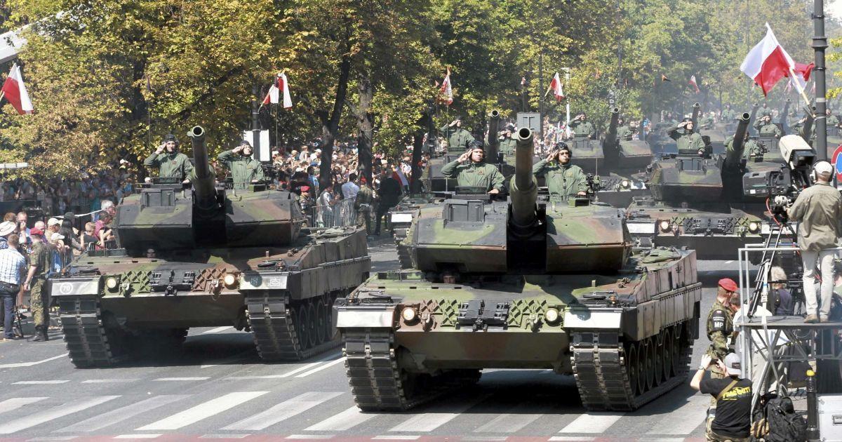 95-ю годовщину победы поляков над большевиками отметили военным парадом. @ Reuters