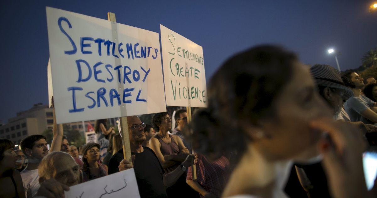 Тисячі протестантів вийшли на вулиці проти війни та сексуальної нетерпимості @ Reuters