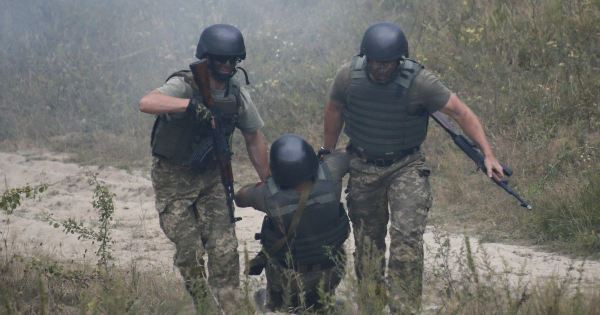 На Донеччині бойовики накрили мінометним вогнем нацгвардійців у бліндажі