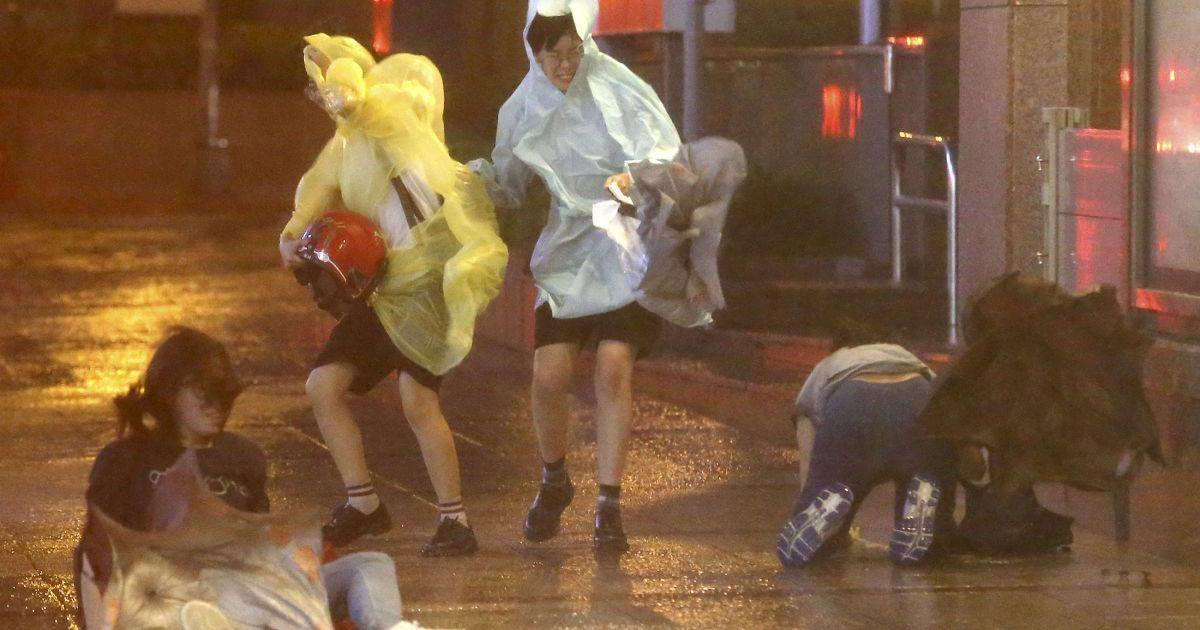 Потужний тайфун на Тайвані спричинив руйнації і забрав людські життя @ Reuters